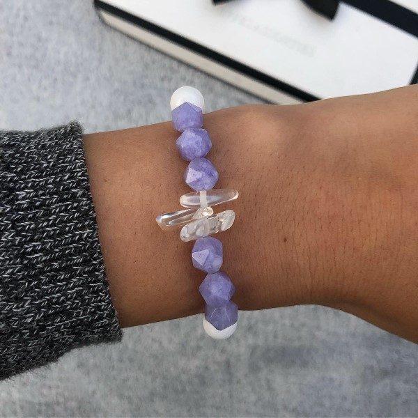 Fazettált lila kristályos karkötő