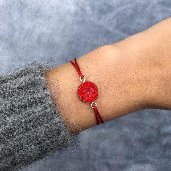 Piros achát ásvány medál zsineg karkötő