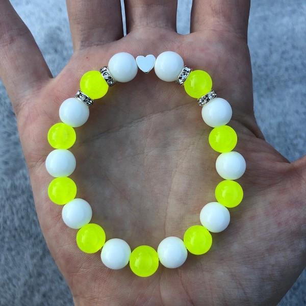 Neon sárga fehér szives karkötő